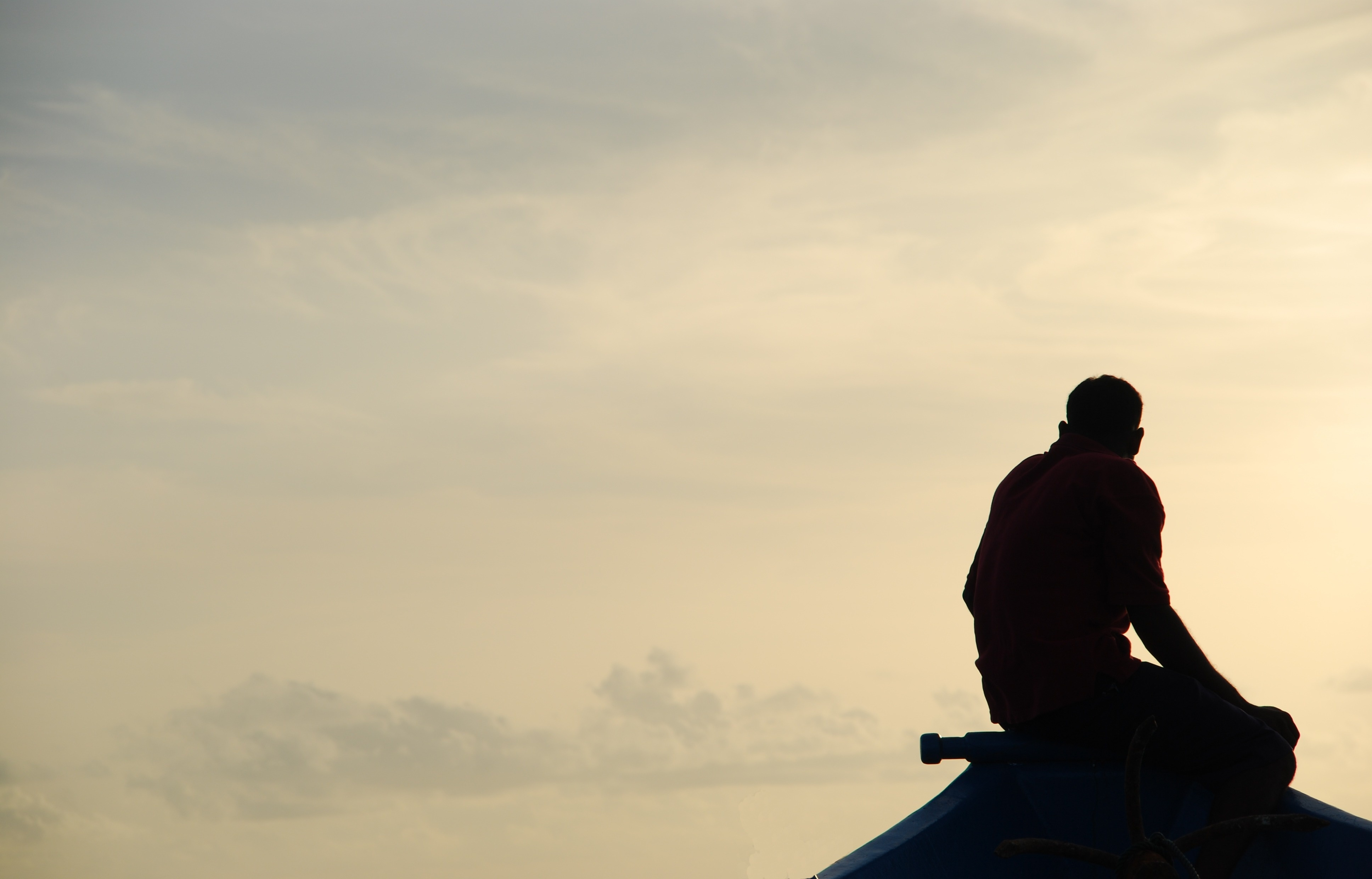 silhouette-of-a-fisherman-on-a-typical-dhoni-boat-sunset_Xkq1m4-1.jpg